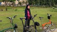 <p>Ternyata, dahulu Lisya adalah tipe orang yang malas berolahraga. Tapi kini, ia menganggap, bersepeda adalah olahraga yang asyik dan menyenangkan sehingga bisa membuatnya rajin menjaga kesehatan. (Foto: Instagram: @lisyanurrahmii)</p>