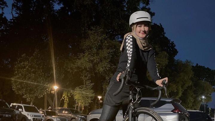 Lisya Nurrahmi Hobi Bersepeda