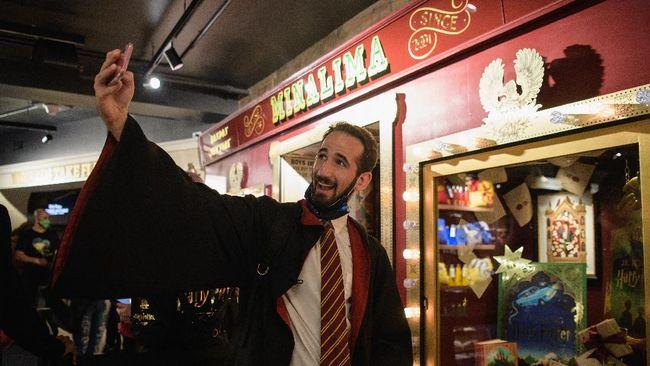 Toko pernak-pernik Harry Potter yang terbesar di dunia akhirnya resmi dibuka.