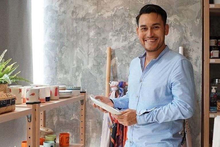 Arifin Putra mengakui bahwa ia adalah penyandang disabilitas ringan. Yuk kita intip potretnya!