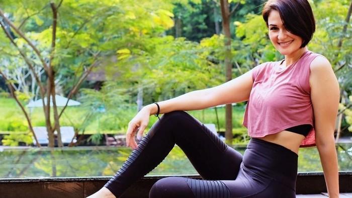 10 Potret Body Goals Rima Melati, Istri Marcell Siahaan