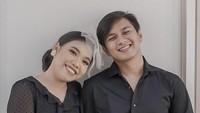 <p>Tak hanya Mumuk yang dipuji netizen, karena sang calon suami pun dilirik netizen nih. Banyak yang ngonong kalau Eno berwajah tampan. (Foto: Instagram @enoretra)</p>
