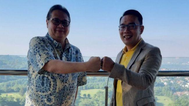 Gubernur Jabar Ridwan Kamil membicarakan soal politik, pengembangan bandara, hingga perubahan nama jalan saat bertemu Ketum Partai Golkar Airlangga Hartarto.