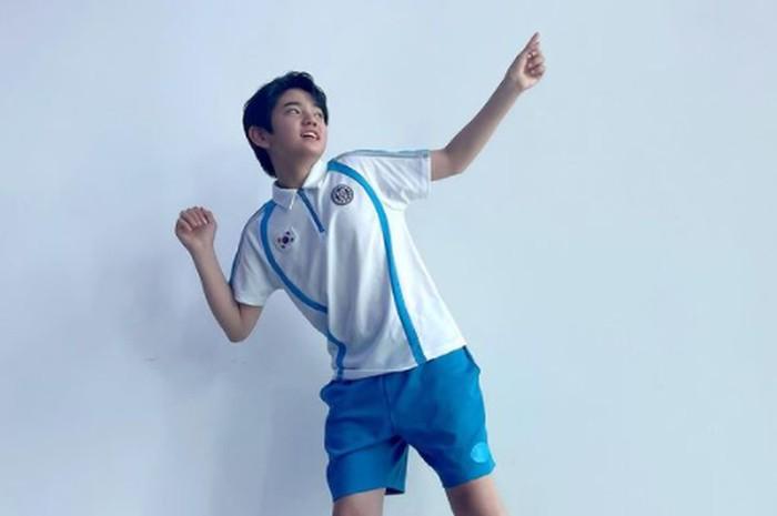Setelah Mouse selesai tayang, Kim Kang Hoon kembali dengan drama olahraga terbaru berjudul Racket Boys. Di sini ia berperan sebagai Lee Young Tae, siswa yang bercita-cita menjadi atlet badminton / foto: instagram.com/kanghoon.juwon