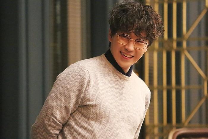Tahun 2006, Uhm Ki Joon mulai menjajal karier di drama televisi. Ia juga pernah membintangi drama Dream High, sebagai seorang guru musik di Kirin Art High School / foto: Sidus HQ