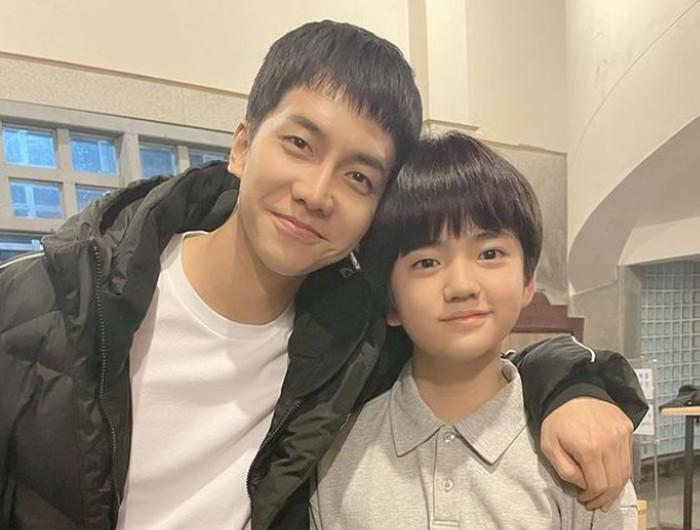 Tahun ini, nama Kim Kang Hoon juga kembali naik, berkat perannya dalam drama Mouse. Dalam drama tersebut, ia berperan sebagai Jung Ba Reum, versi anak-anak dari Lee Seung Gi / foto: instagram.com/kanghoon.juwon