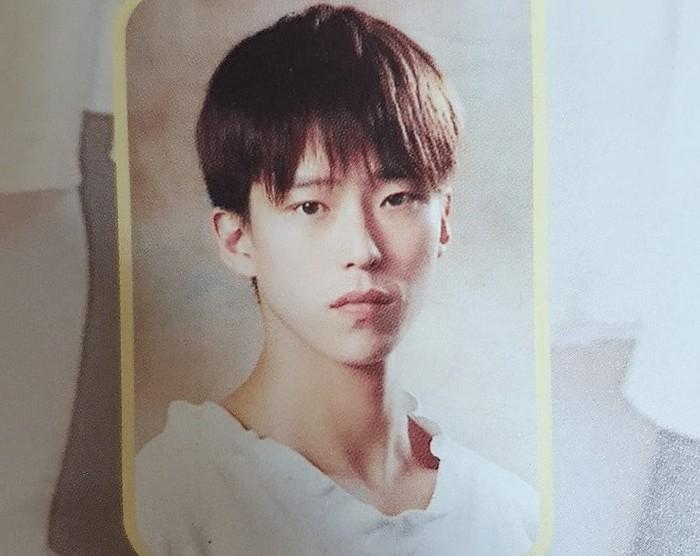 Uhm Ki Joon lahir pada tahun 1976. Saat ini usianya menginjak 45 tahun. Beberapa waktu lalu, agensi yang menaungi Uhm Ki Joon, Sidus HQ membagikan potret-potret lawas dirinya. Netizen syok dengan visual Uhm Ki Joon yang mirip k-pop idol / foto: Sidus HQ
