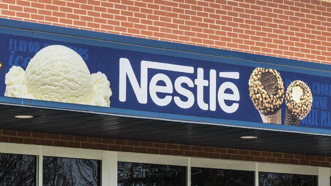 PT Nestle Indonesia mengakui kurang dari 30 persen produk perusahaan tidak memenuhi standar kesehatan eksternal seperti cokelat dan es krim.