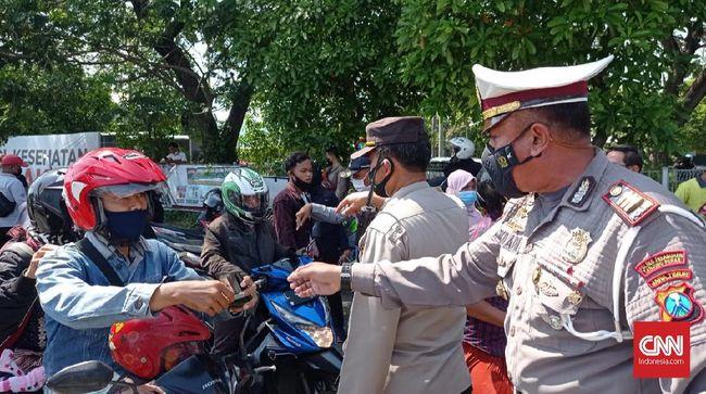 Mulai hari ini, pelintas Jembatan Suramadu dari Madura harus punya surat bebas Covid-19 atau tes swab antigen terlebih dulu sebagai syarat masuk Surabaya.
