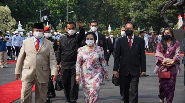 Wakil Ketua Gerindra menyebut duet Megawati-Prabowo di Pilpres 2024 masih terbuka dipertimbangkan. Namun itu tergantung kesediaan Prabowo.