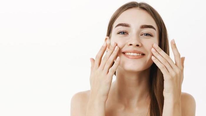 Mana yang Lebih Bagus: Skincare 1 Paket atau Beda-beda Merek?