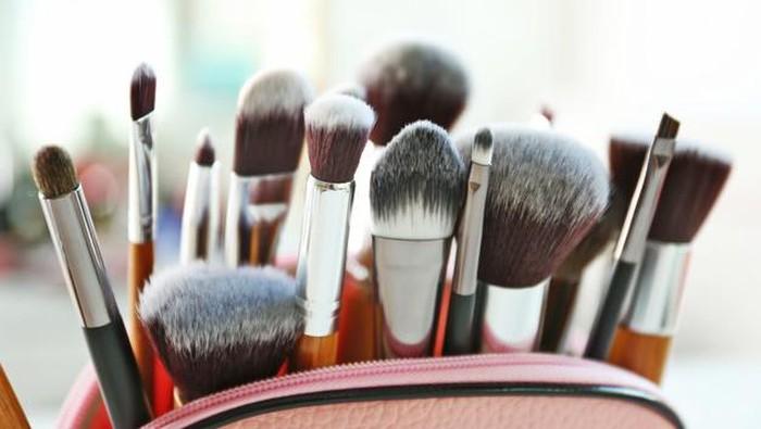 4 Langkah Tepat Merawat Alat Makeup