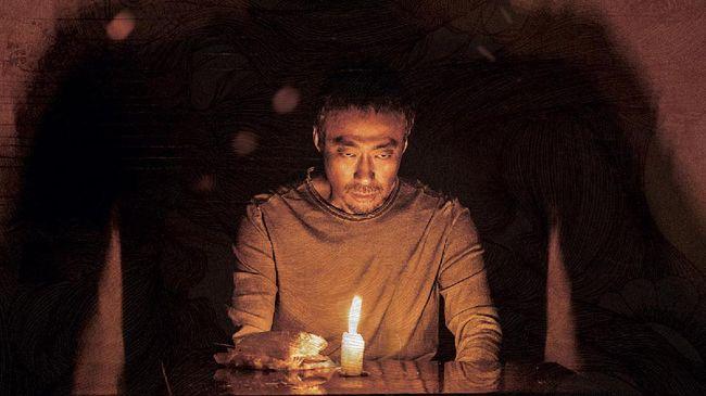 Review film The 8th Night awalnya menawarkan premis menarik berupa perjuangan biksu mencegah Bumi jadi neraka.