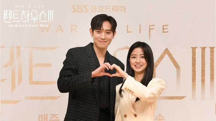 6 Potret 'Sukro Couple The Penthouse 3' Kim Young Dae dan Kim Hyun Soo yang Bikin Baper
