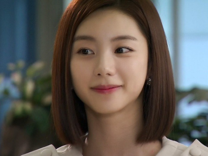 Ingat perempuan cantik yang jadi cinta pertama Yoon Ji Hoo dalam drama Boys Before Flowers? Yup, Park Soo Jin! Ternyata sebelum jadi aktris, ia tergabung dalam grup SUGAR bersama Hwang Jung Eum, loh! / foto: instagram.com/park_soo_jin_