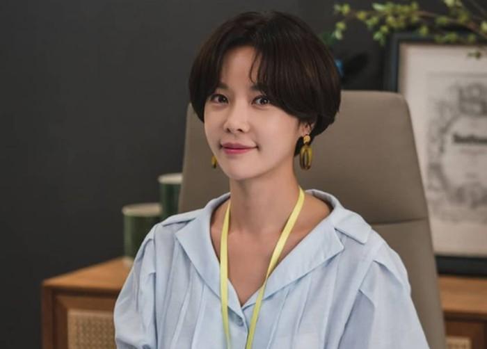 Kalau bicara tentang tokoh wanita dengan karakter konyol dan unik dalam drama, pasti langsung terlintas nama Hwang Jung Eum. Wanita yang identik dengan sifat anti jaim ini, dulunya tergabung dalam girl group SUGAR / foto: instagram.com/jungeum84