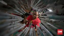 FOTO: Menjadikan Limbah Kertas Kerajinan Bernilai Ekonomi