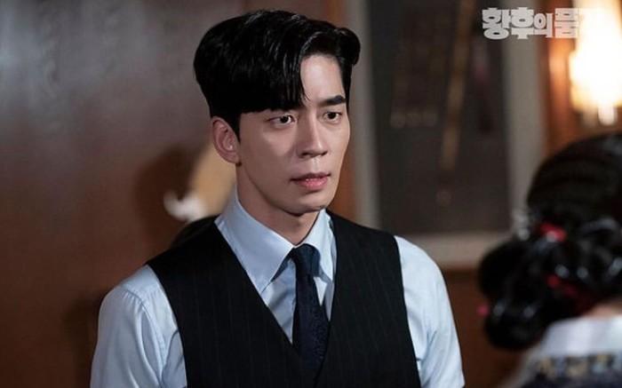 Punya sifat pemarah dan kejam, Raja Lee Hyuk yang diperankan oleh Shin Sung Rok dalam drama The Last Empress ini sukses bikin penonton emosi. Apalagi dengan karakternya yang playboy, dan tidak bisa setia dengan satu perempuan / foto: sbs drama official