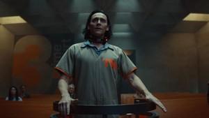 Tom Hiddleston Jawab Perihal Identitas Gender Loki