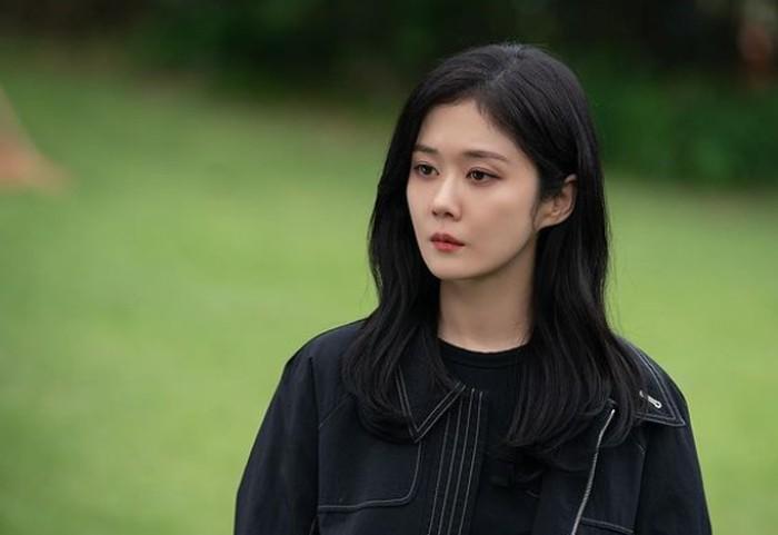 Sering memerankan tokoh wanita tangguh dan tegas dalam drama, banyak yang tidak tahu kalau Jang Nara dulunya merupakan seorang penyanyi populer. Ia sebut di awal tahun 2000-an di bawah naungan SM Entertainment! / foto: instagram.com/nara0318
