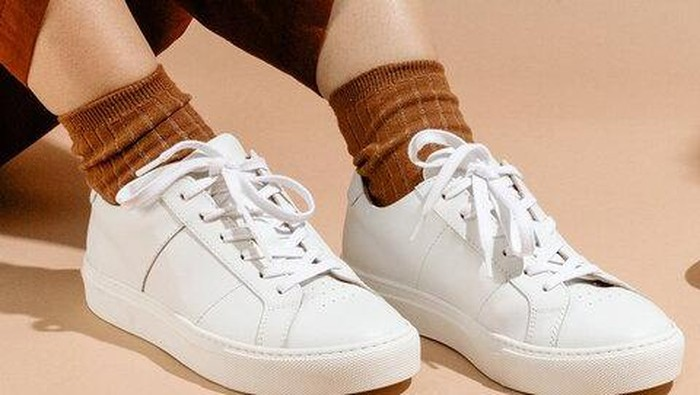 3 Cara Mudah Unyellowing Sepatu, Bikin Sepatu Putih Kembali Bersih