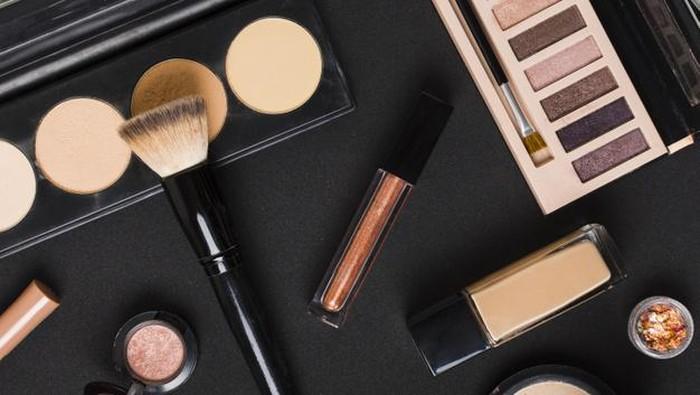 Daftar Makeup Korea yang Berbahaya