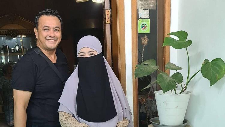 Diky Chandra dan istri
