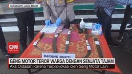 VIDEO: Geng Motor Teror Warga Dengan Senjata Tajam