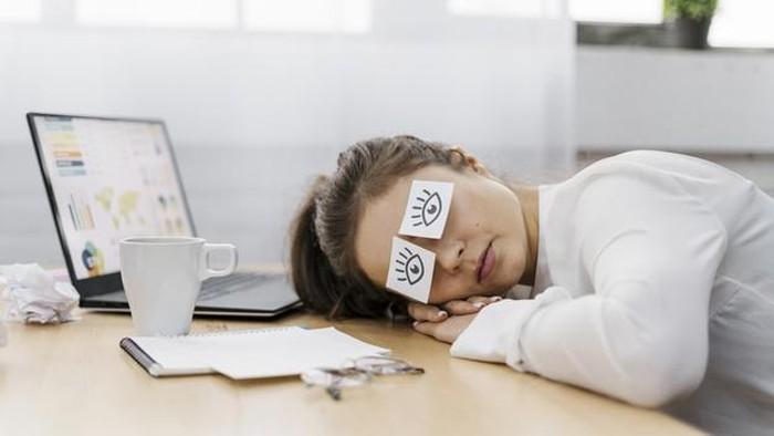 Sering Bengong Saat Bekerja? Eits, Jangan! Ini Cara Mengatasi Rasa Malas Biar Gak Kewalahan
