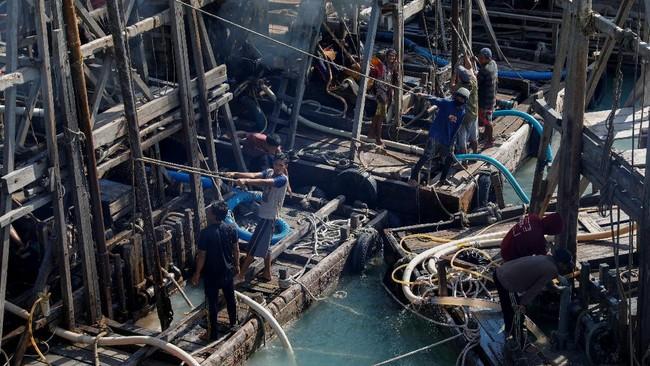 Indonesia merupakan pengekspor timah terbesar di dunia. Namun, di balik prestasinya itu, ada luka menganga akibat eksploitasi tambang besar-besaran di Bangka.