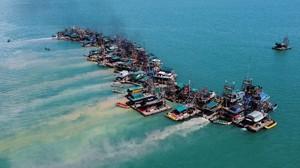 FOTO: Luka Menganga di Darat, Tambang Timah Beralih ke Laut