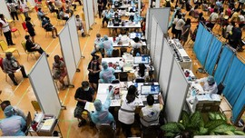 Vaksinasi Covid Ditunda, PM Thailand Minta Maaf