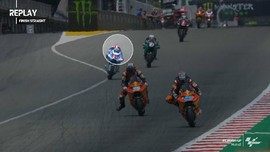 VIDEO: Baju Balap Bendsneyder Copot di Moto2 GP Catalunya