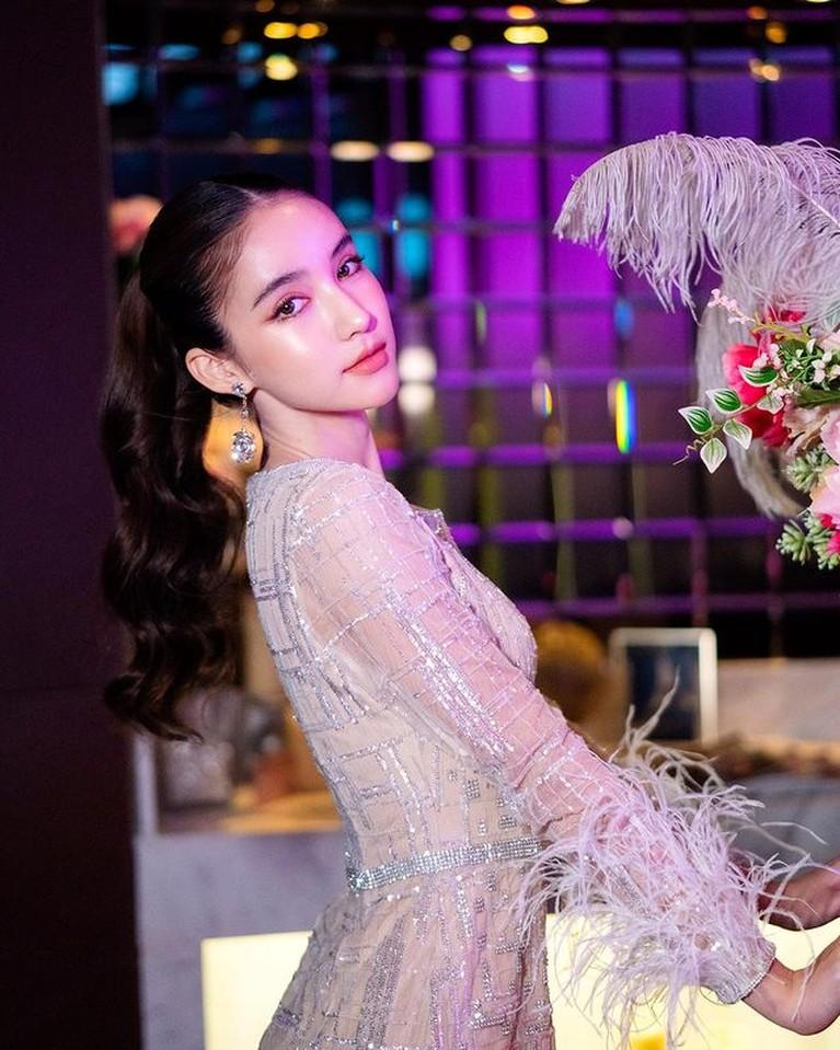 Transgender terkenal di Thailand Yoshi Rinrada dinikahi konglomerat. Yuk kita intip pesonanya!