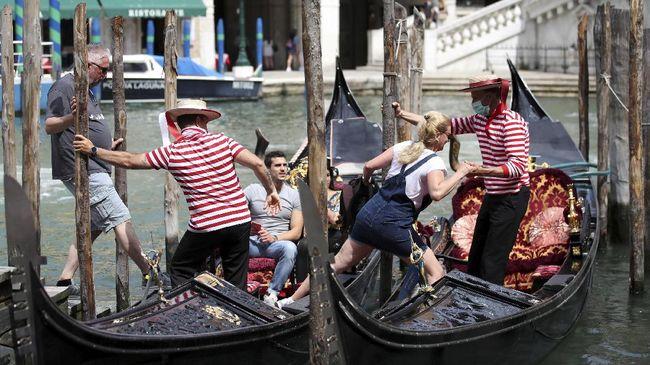 UNESCO mengumumkan Venesia tak lagi masuk daftar situs warisan dunia terancam punah. Venesia pun lolos dari ancaman dihapus dari daftar situs warisan dunia.