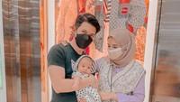 <p>Zaskia Sungkar dan Irwansyah membeli perlengkapan mahal untuk sang putra, Ukkasya Muhammad Syahki. Salah satunya adalah stroller bernilai fantastis berikut ini. Fendi Pushchair in FF Fabric itu dibanderol senilai 2,063 poundsterling atau Rp41,7 juta. (Foto: Instagram: @zaskiasungkar15)</p>