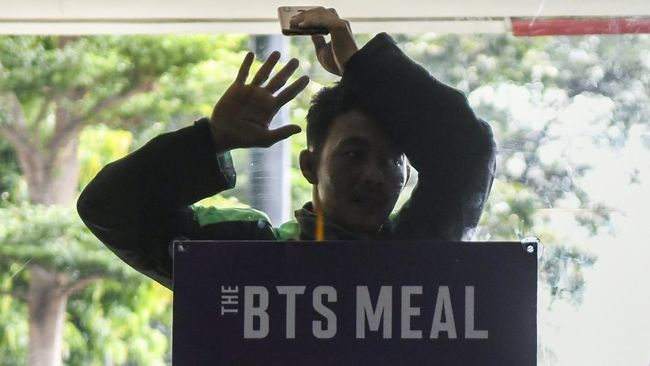 Gojek membantah laporan aplikasi kemitraan dengan McD error imbas lonjakan pesanan BTS Meal.