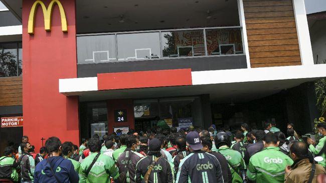 BTS(防弾少年団)ミール待ちの行列で、密閉された Depok McD アウトレット、IDR 1000 万の罰金!