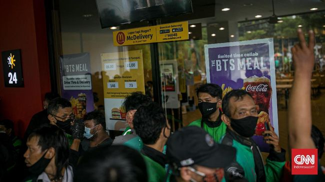 McDonald's Indonesia menerapkan sistem buka tutup pesanan untuk mengantisipasi antrean panjang pemesanan BTS Meal.