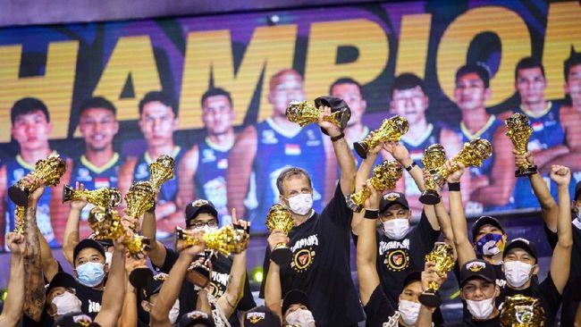 Satria Muda Pertamina berhasil meraih gelar juara Indonesian Basketball League (IBL) Pertamax 2021 setelah mengalahkan Pelita Jaya Bakrie 68-60 di final ketiga.