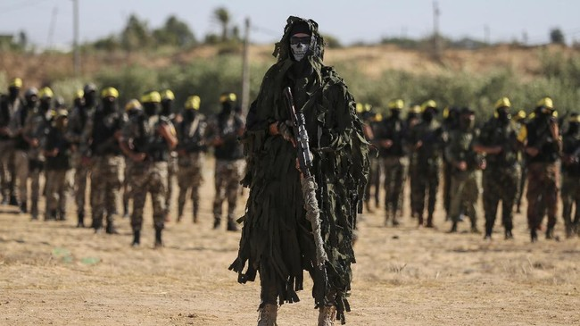 Ketika Hamas sibuk membendung serangan Israel bulan lalu, kelompok Fatah juga bersiaga di Khan Younis, selatan Jalur Gaza.