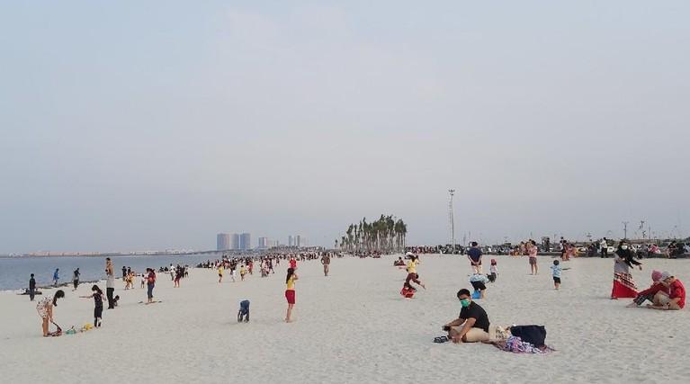 Pantai Pasir Putih di PIK mendadak viral dan ramai pengunjung. Yuk kita lihat bagaimana penampakannya!