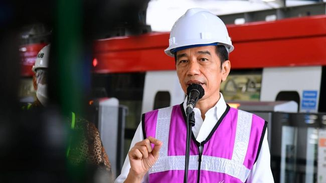 Jokowi mengatakan para preman itu kerap memalak sopir kontainer yang hendak masuk ke Pelabuhan Tanjung Priok, Jakarta Utara.