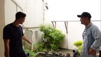 <p>Dari dapur, nanti akan bisa melihat langsung ke arah taman berikut, Bunda. (Foto: YouTube: Sing Kye)</p>