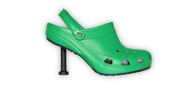 Kolaborasi Balenciaga dengan Crocs, Stiletto Crocs atau sandal karet yang bertransformasi menjadi sepatu hak tinggi menuai ragam reaksi di media sosial.
