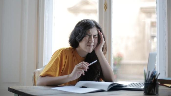 Dikit-dikit Izin Sakit, Waspadai 5 Tanda Kamu Mengalami Stres di Tempat Kerja