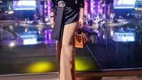 <p>Bukan Syahrini namanya jika tidak memakai outfit branded. Ia melengkapi penampilannya dengan ikat pinggang Guci GG Leather Belt. (Foto: Instagram: @princessyahrini)</p>
