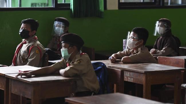 Epidemiolog: Tak Relevan Buka Sekolah Pakai Zona Covid-19