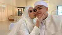 <p>Selamat buat kedua mempelai. Kita doakan semoga pernikahan Ameer dan Nadzira selalu diberkahi dan samawa ya, Bunda. (Foto: Instagram @ameer_azzikra) &nbsp;</p>