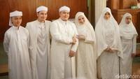 <p>Menikah dengan sang pujaan hati, Nadzira Shafa, akadnya berlangsung di sebuah masjid dan dihadiri oleh keluarga serta kerabat terdekatnya. (Foto: Hanif/detikHOT)</p>
